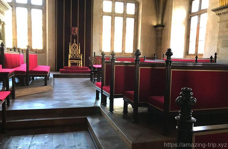 国会議場の玉座と貴族の席