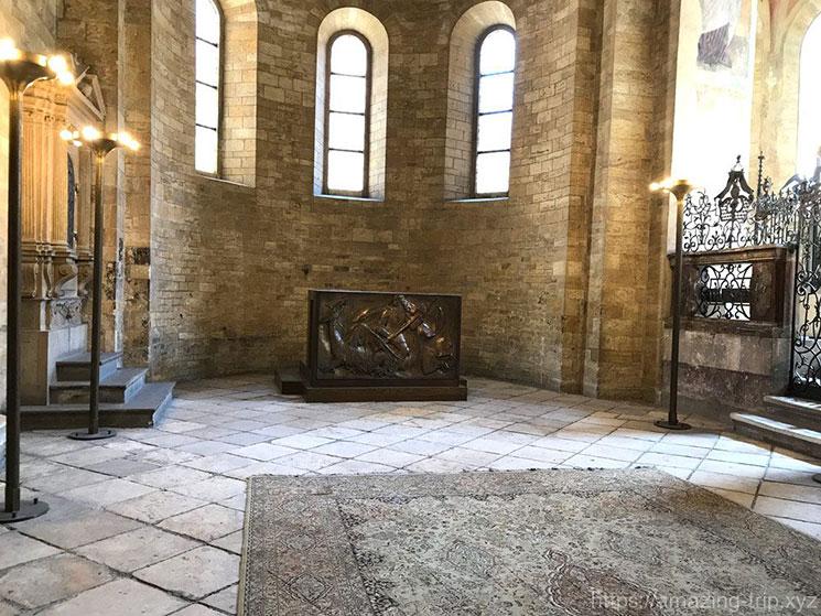 教会のアプス(後塵)の内装