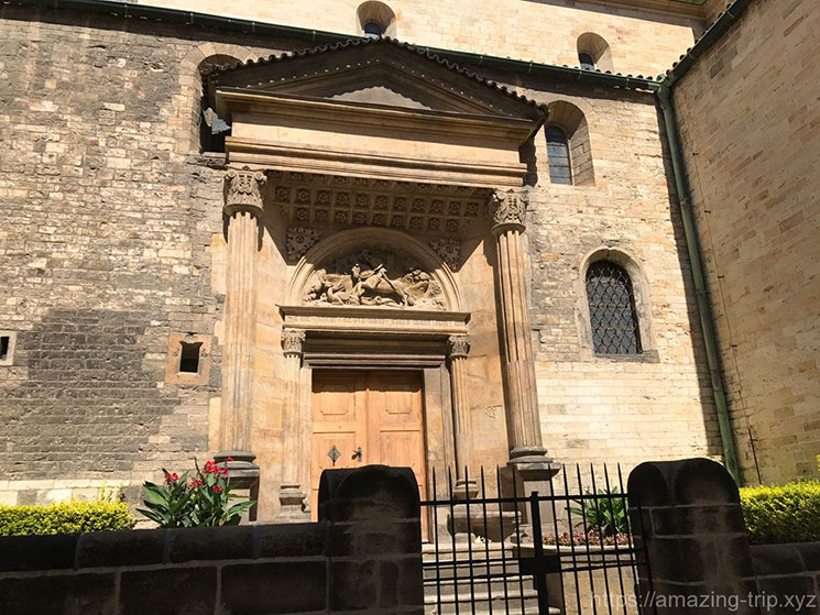 イジー教会南側の壁面