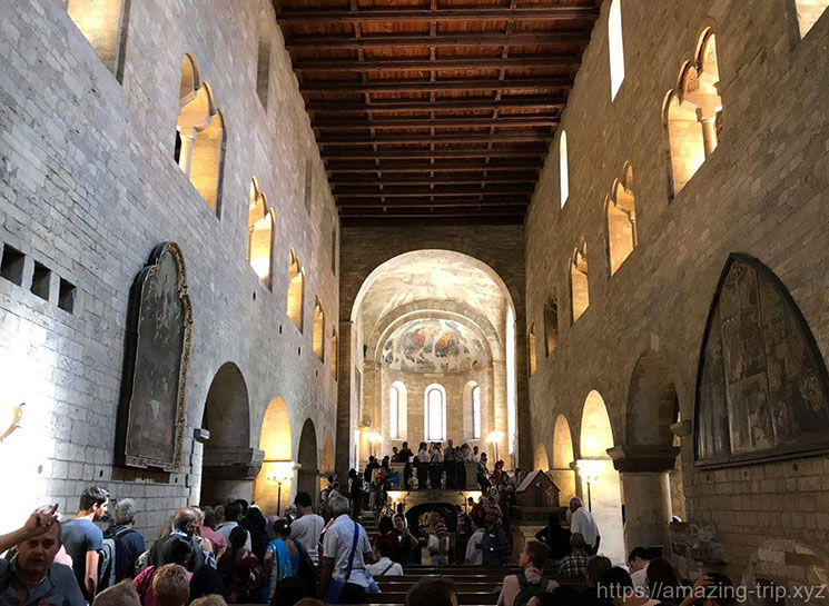 教会内部 木造の天井