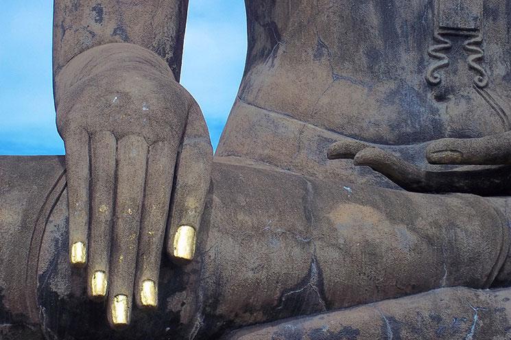 ワット・シーチュム仏像右手の金箔