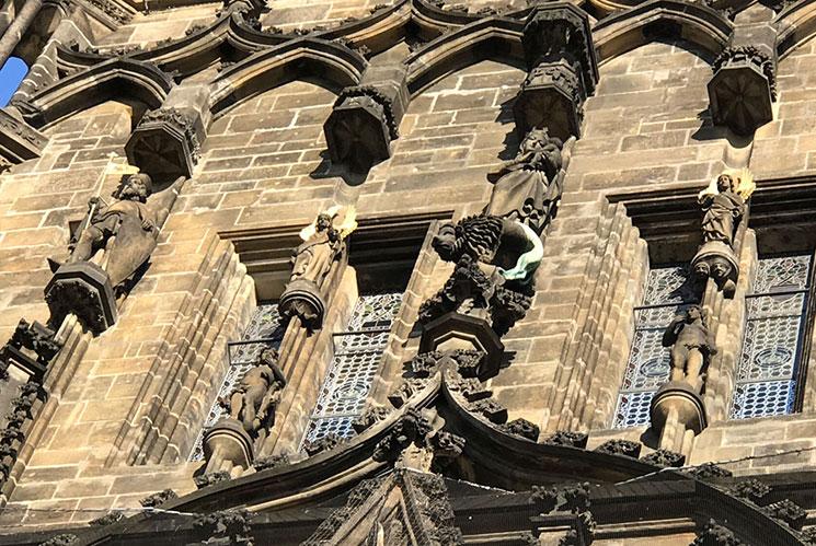 火薬塔の外側の彫刻