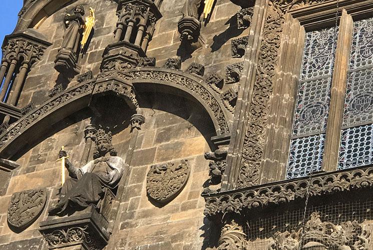 火薬塔の外側の彫刻2