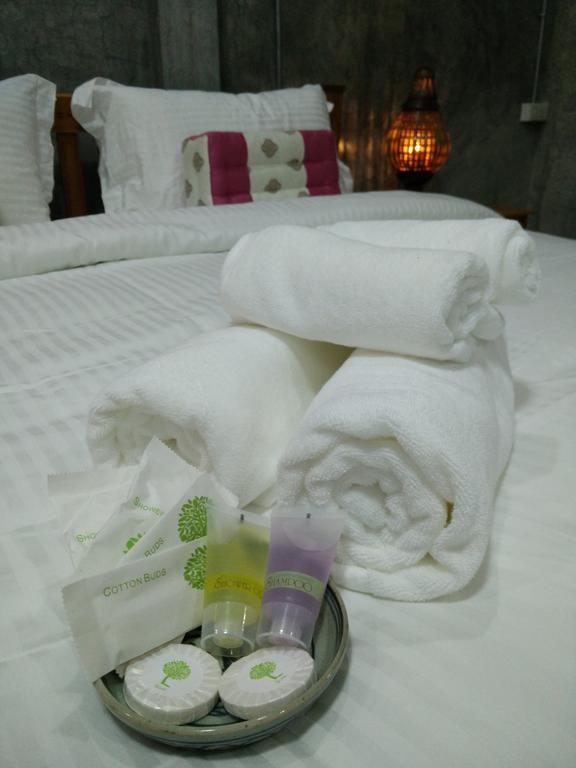 清潔感のあるタオルとアメニティもちゃんとついてます。