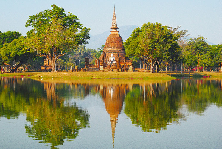 ワット・スラシーの仏塔と仏像
