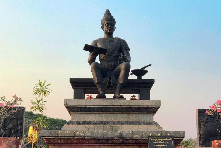 ラムカムヘン大王記念碑の像