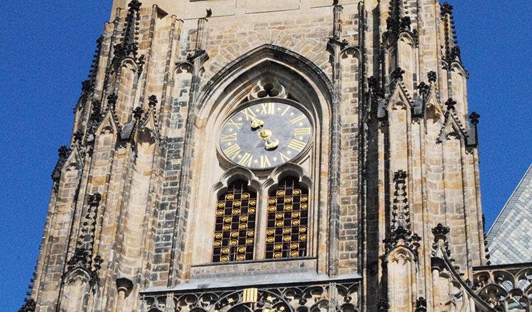 南塔に嵌め込まれている巨大な時計盤