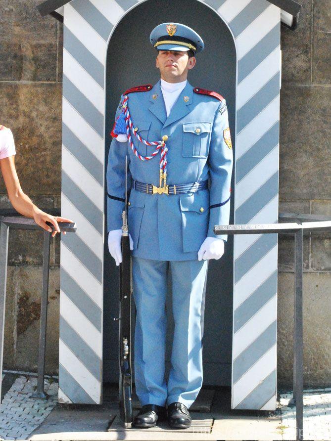 入口の衛兵2