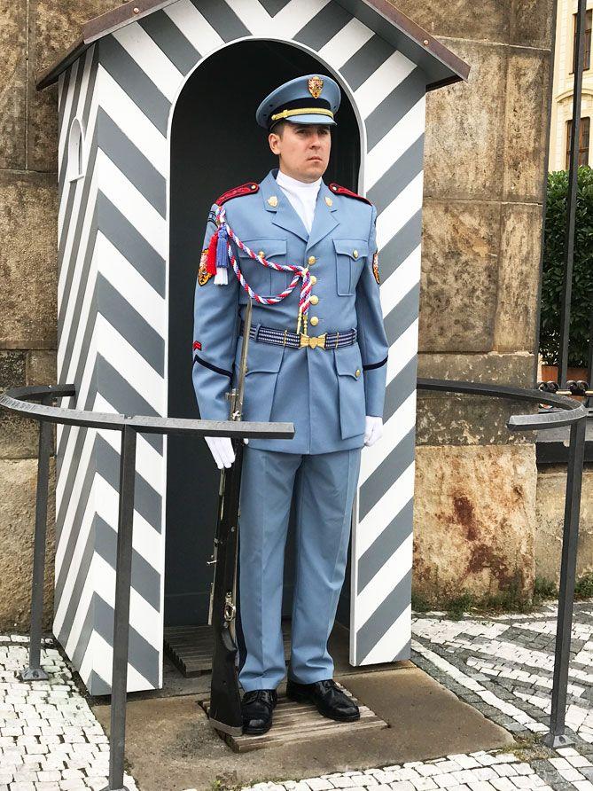 入口の衛兵3