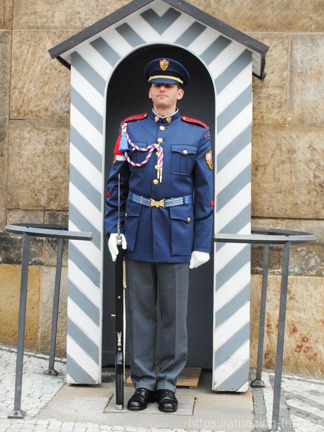 入口の衛兵4