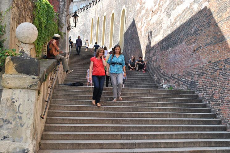 マラーストラナ広場からトフノブスカー通りを歩いて行くと、プラハ城へと続くこの登城道に出ます。