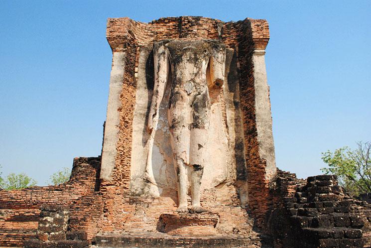 ワット・チェットポンの立像