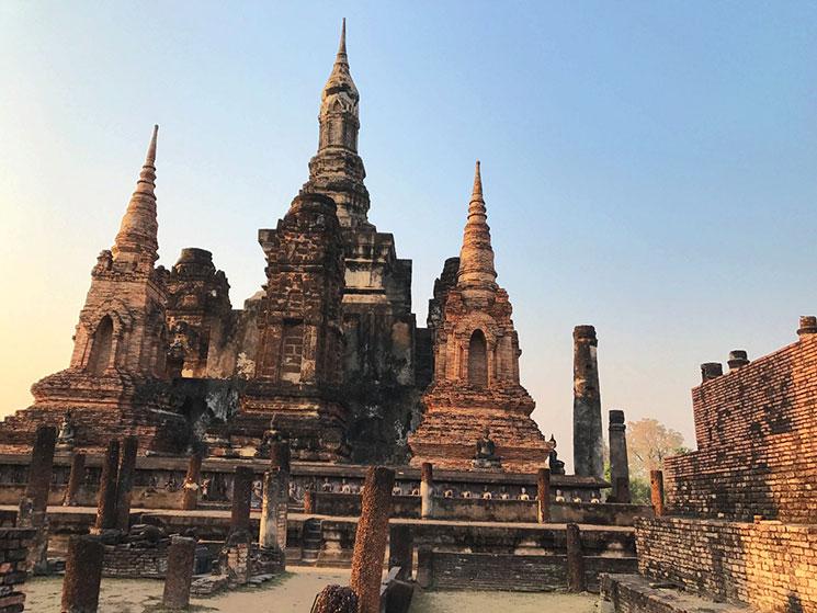 マハタート内で最も高い中央の仏塔