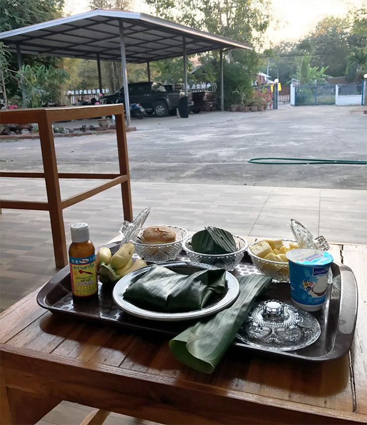 朝食の風景。量はそんな多くないです。