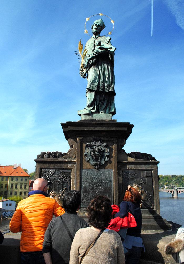 聖ヤン・ネポムツキーの銅像