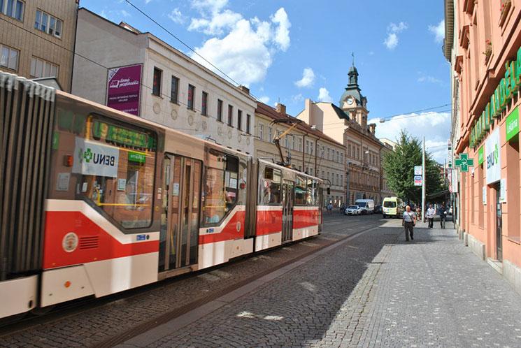 市内への交通手段