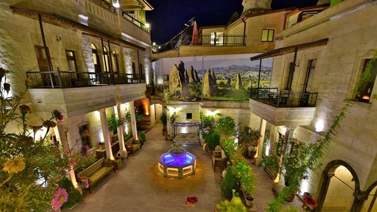 ストーンハウスケーブホテルの中庭