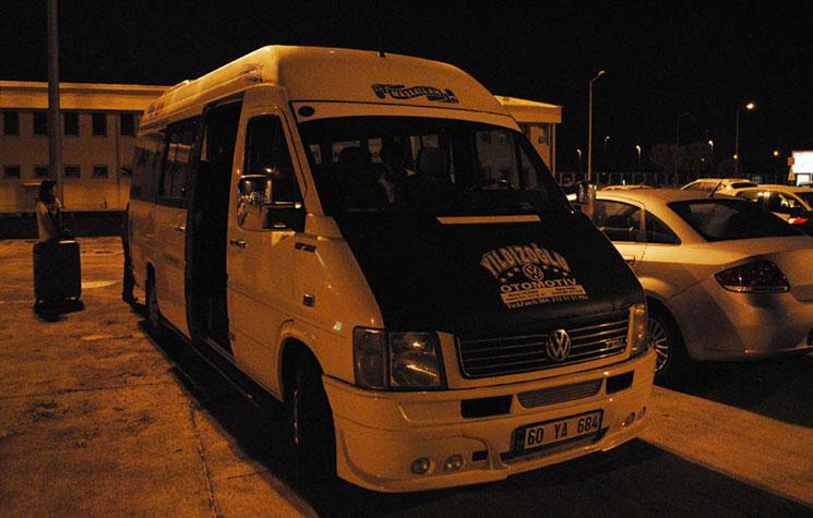 送迎のシャトル。カイセリ空港にて