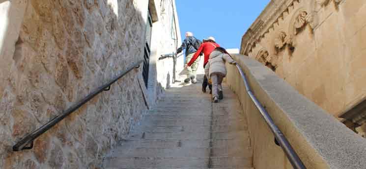 城壁入口の階段