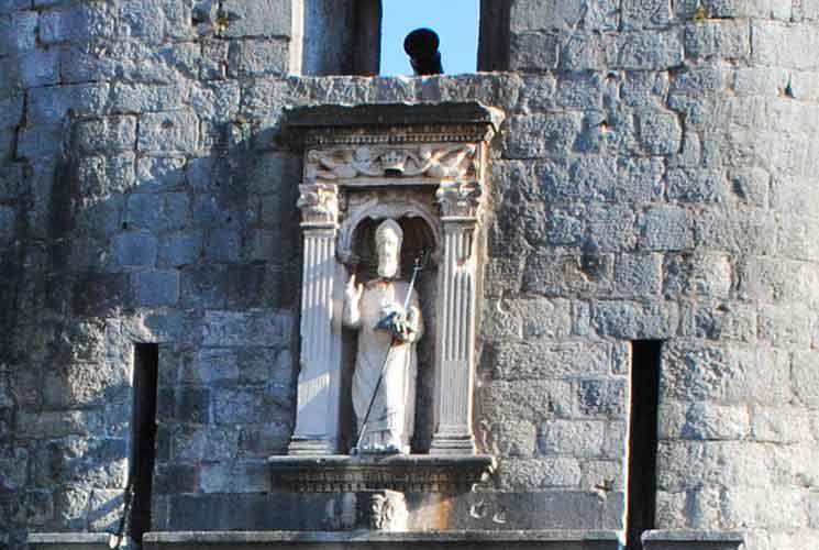 ピレ門の守護聖人「聖ヴラホ」の象