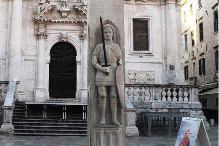 ローラントの騎士像。