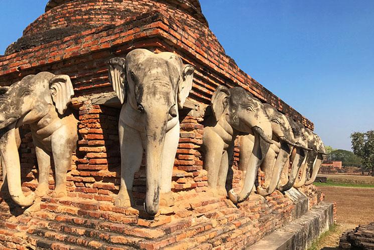 「ワット・ソラサック」象の彫像