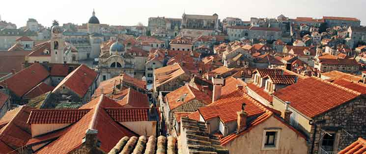 旧市街のオレンジ色の瓦屋根