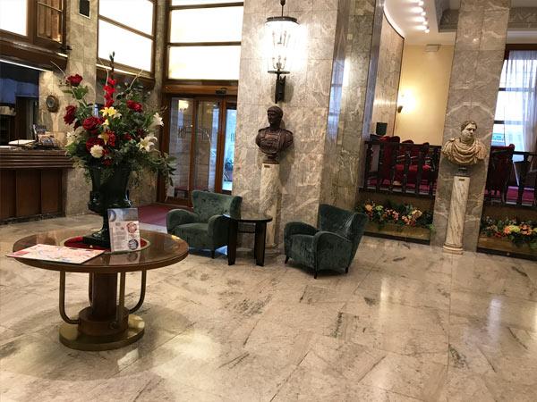 ホテルのロビーの待合所2