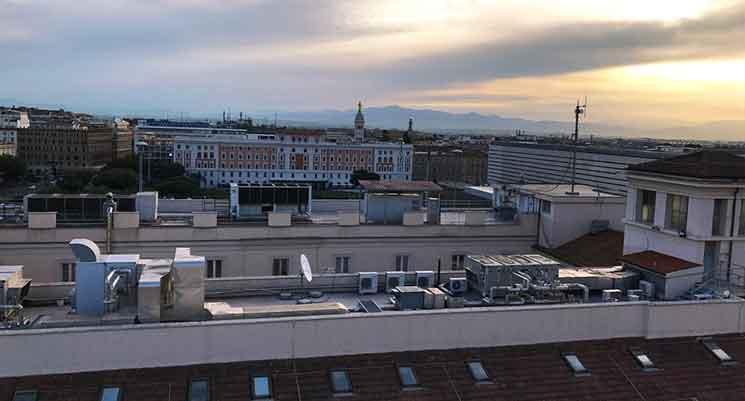 朝焼けにそまるローマの街並み