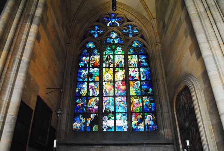「アルフォンス・ムハ(ミュシャ)」が制作した「聖キリルと聖メトディウス」のステンドグラス