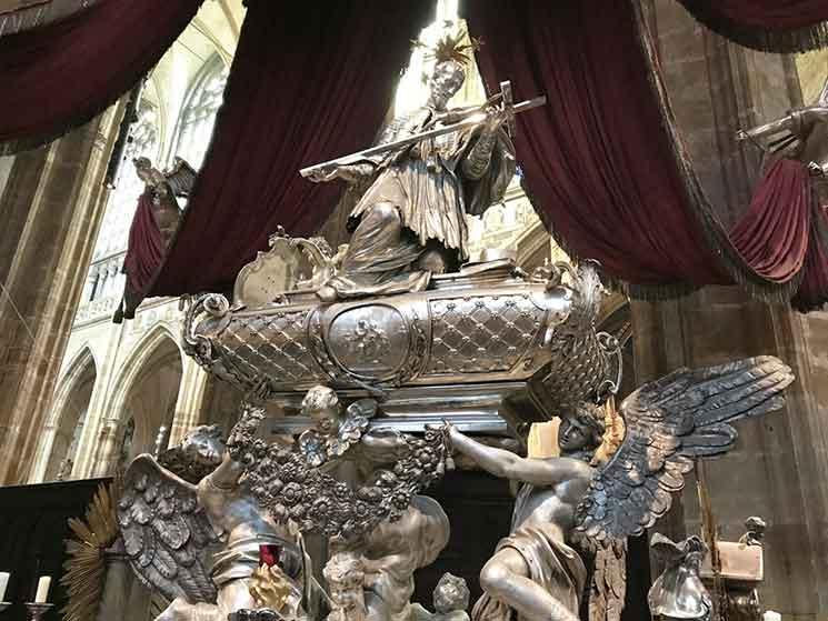 聖ヤン・ネポムツキ―の墓碑