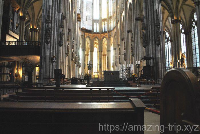 大聖堂内部の中央