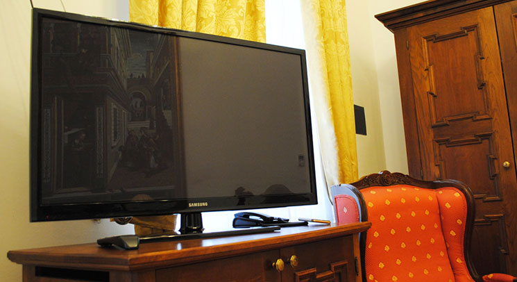 スタンダードダブルルームのテレビ