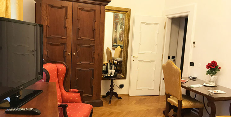 クローゼットと鏡の写真