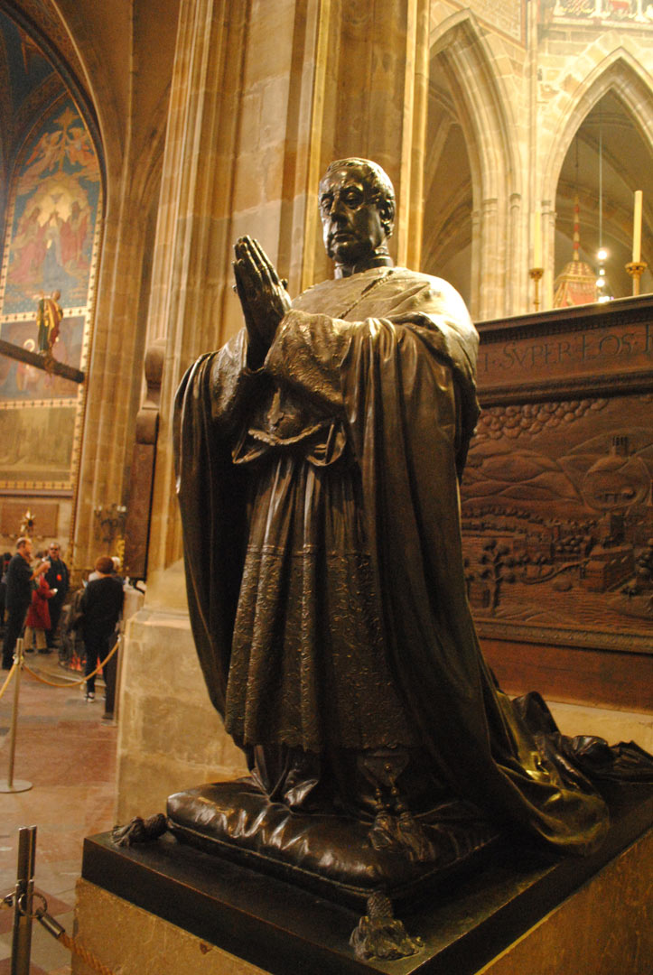 プラハの大司教シュヴァルツェンベルク枢機卿像