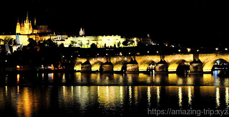 夜の橋塔の景観