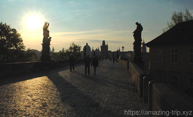 日の入り直後のカレル橋