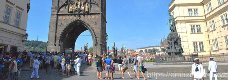 十字騎士広場の景観