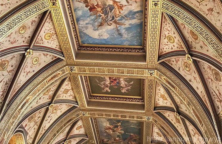 国会議事堂正面の大階段の天井