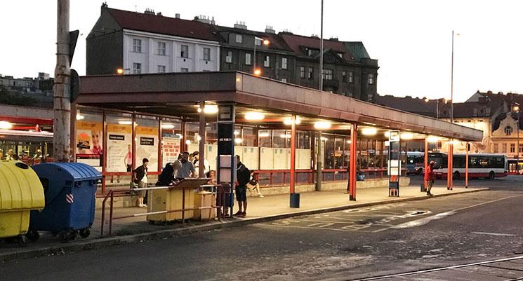 「Na Knížec(ナ・クニゼッチ)」のバス乗り場