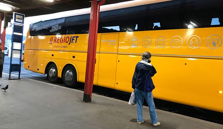 STYDENT AGENCYのバス