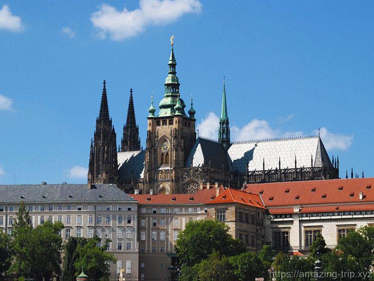 橋塔から見るプラハ城
