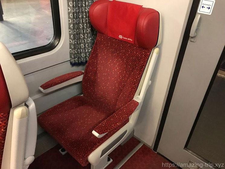 一等席の座席(一人掛け用)の写真