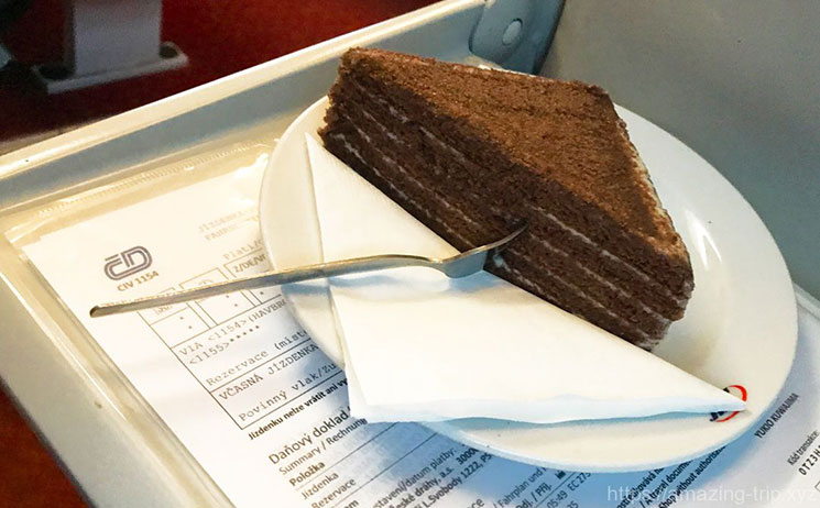 列車内で注文したハニーケーキ