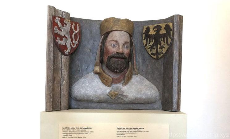 カレル4世を象った美術品