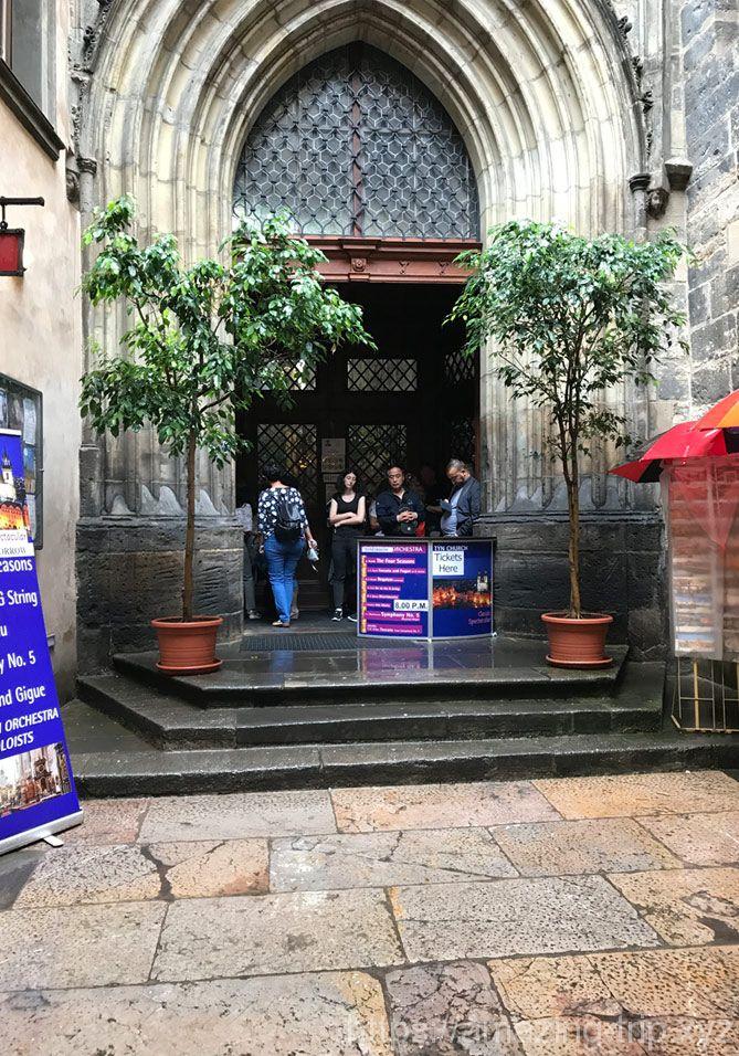 ティーン教会の入口