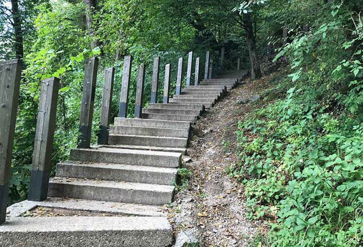ブレッド城へ続く階段