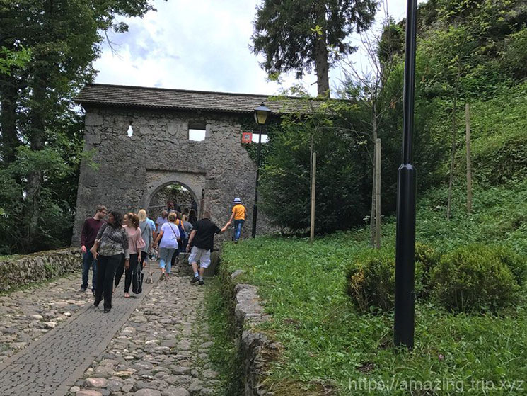 ブレッド城の第一門