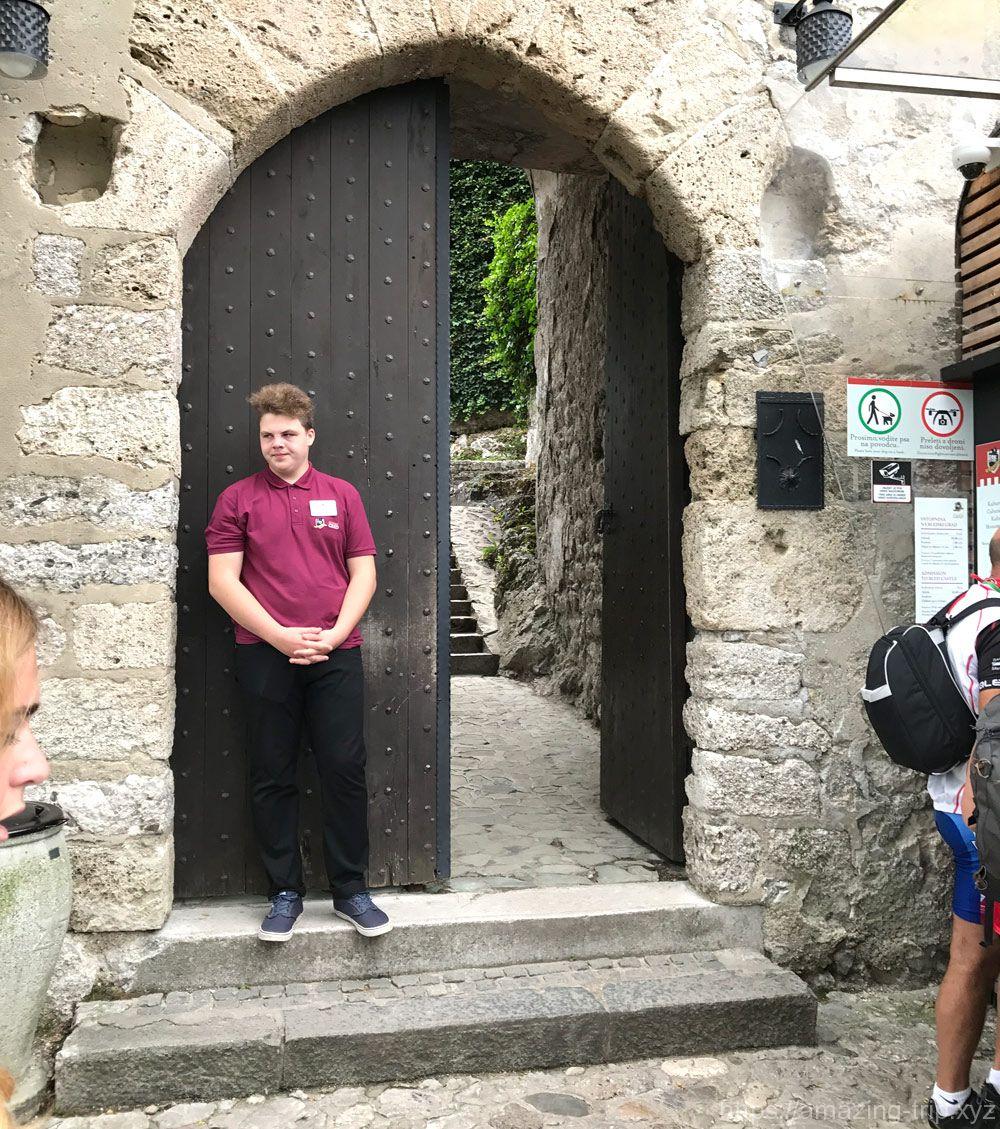 ブレッド城の入口