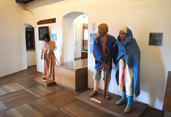 博物館の展示品 民族衣装